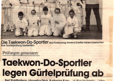 Patriot-05-1996-Taekwon-Do-Sportler-legen-Gürtelprüfung-ab